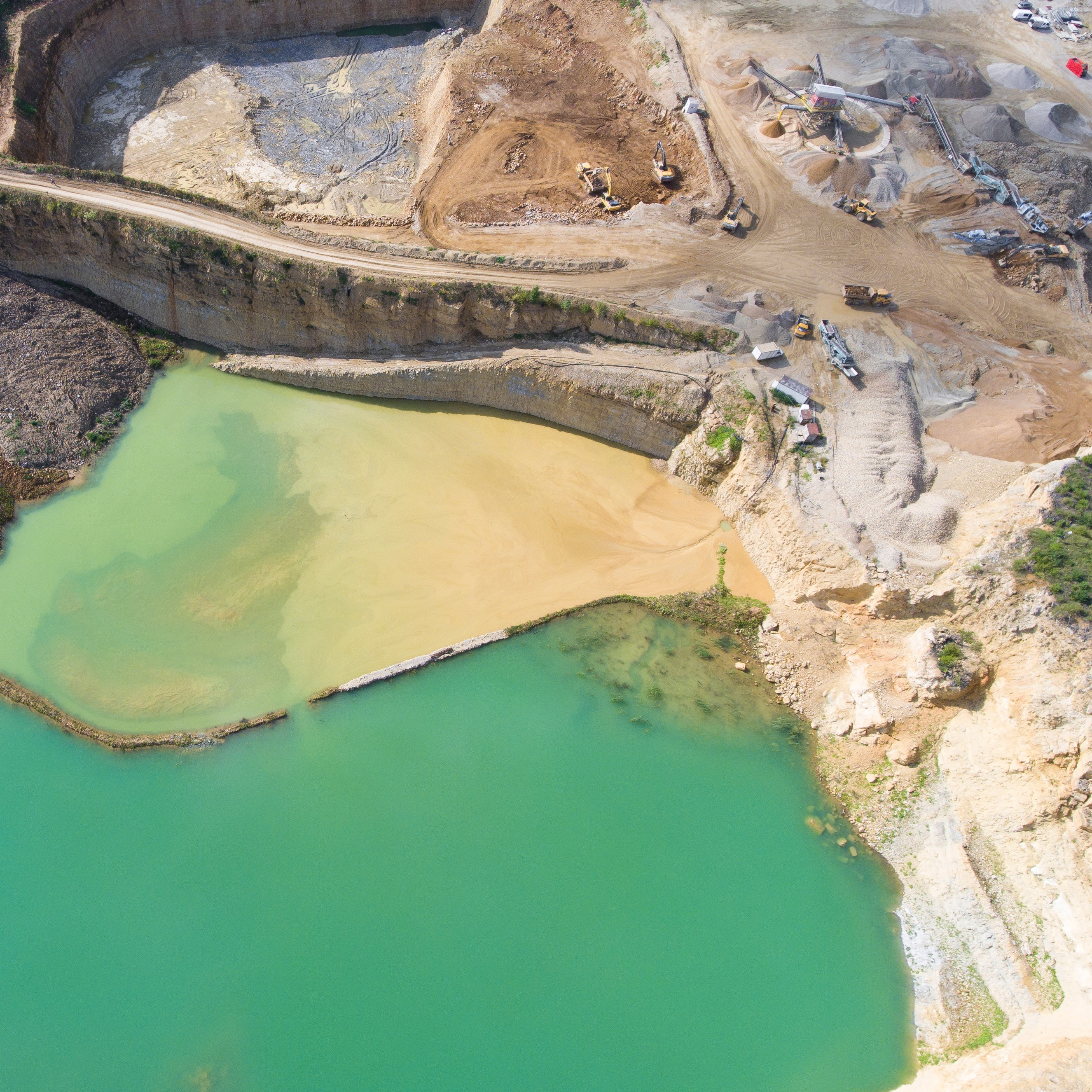 gold mine pollution commodity