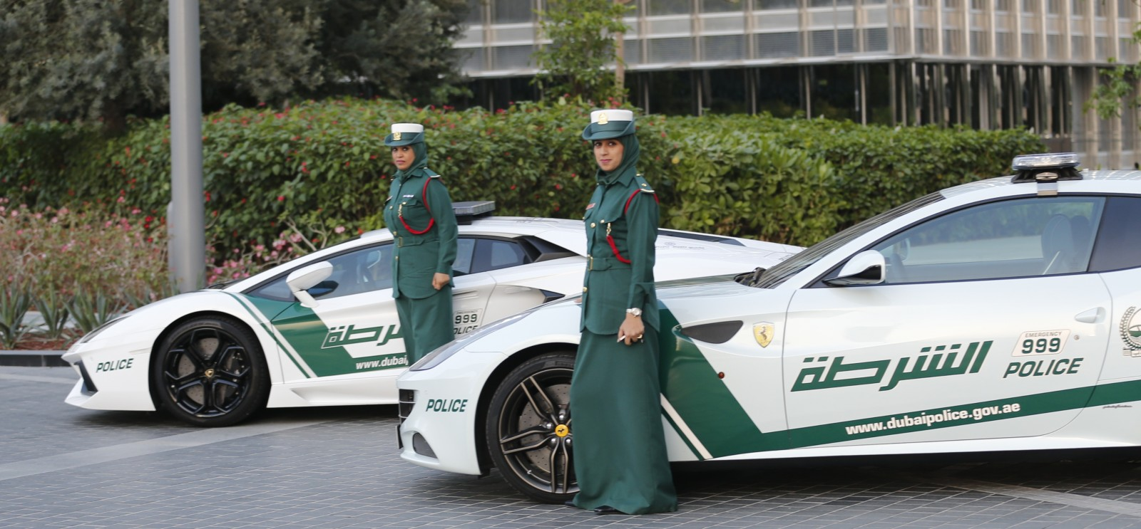 Dubai S Lamborghini Police Cars And Bikes Are Ecological Opposites Green Prophet