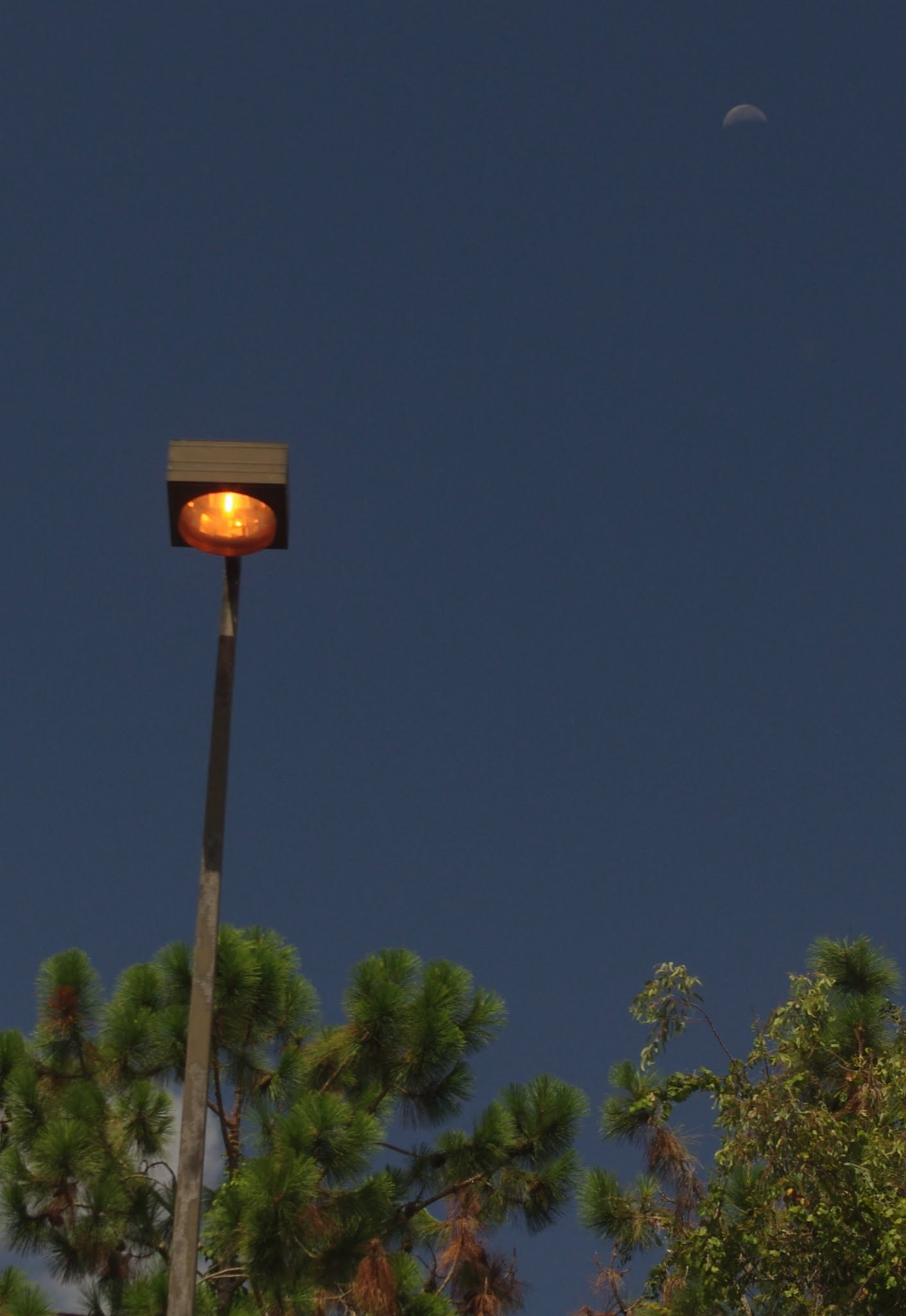 florida_parking_lot_daylight_and_moon