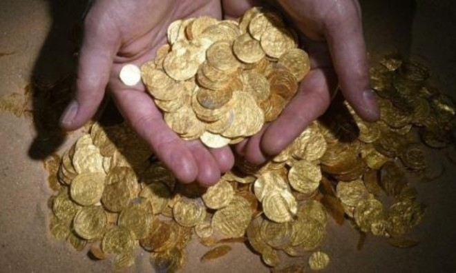 Gold coins found by Israeli divers