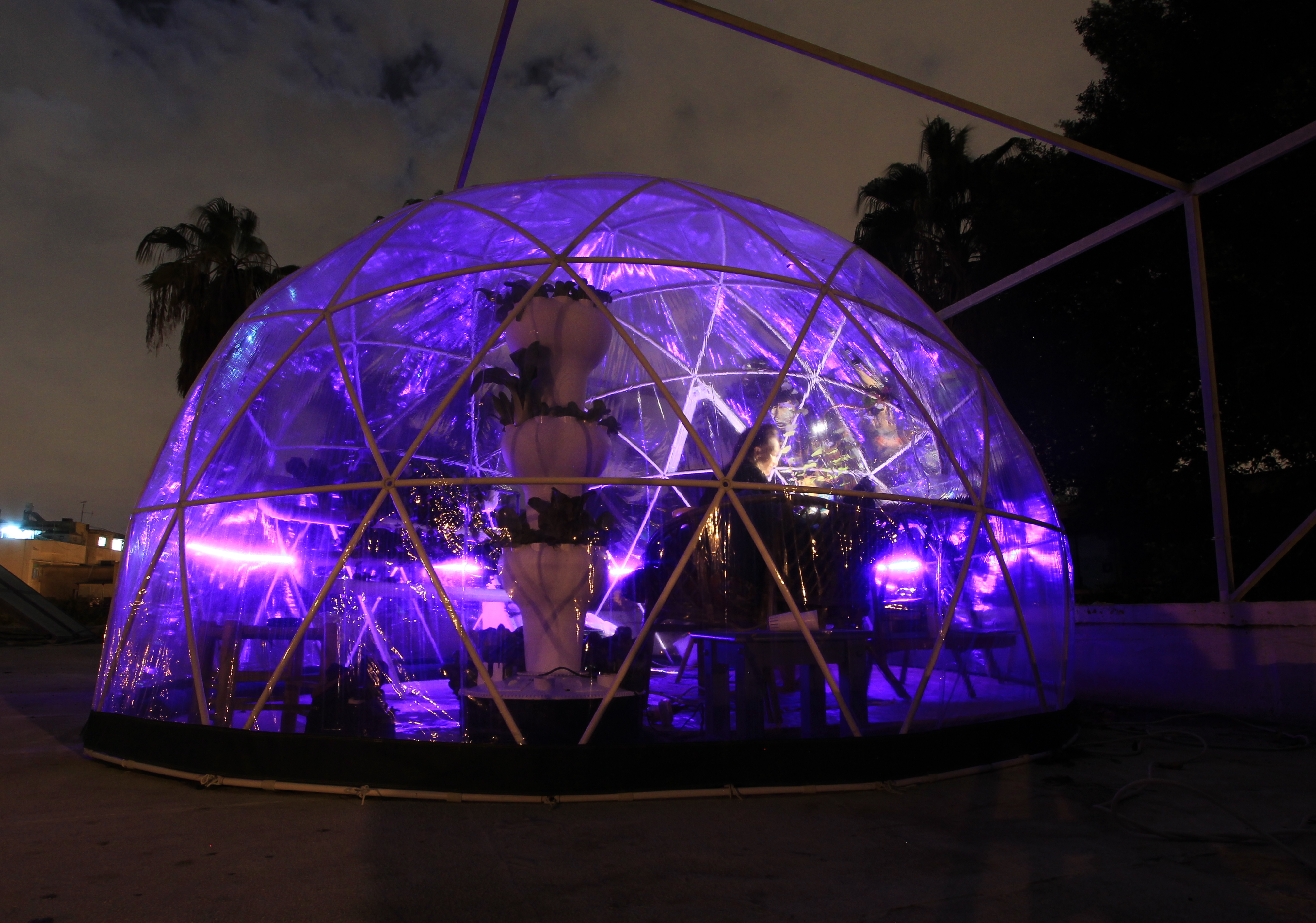 hydroponics greenhouse. My Garden Igloo biodome ... & Garden Igloo: Grow tasty food and cannabis in this modern biodome ...
