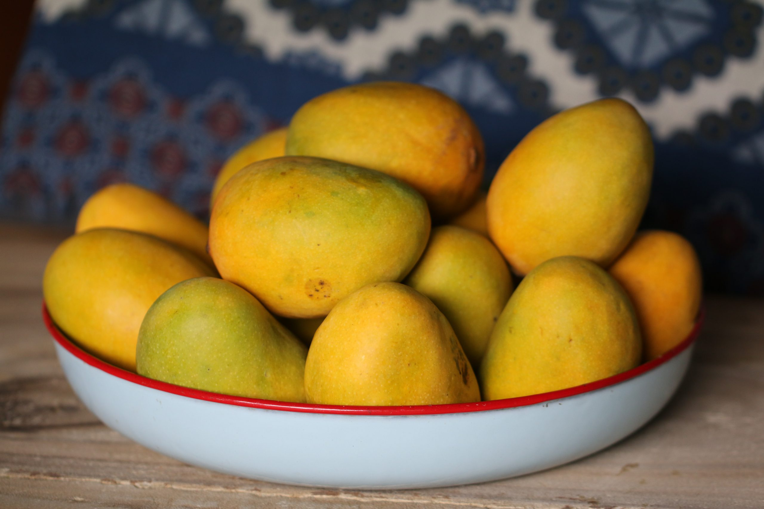 mangoes are summer season fruit