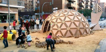 Gorgeous geodesic dome burned down for Las Fallas festival in Spain