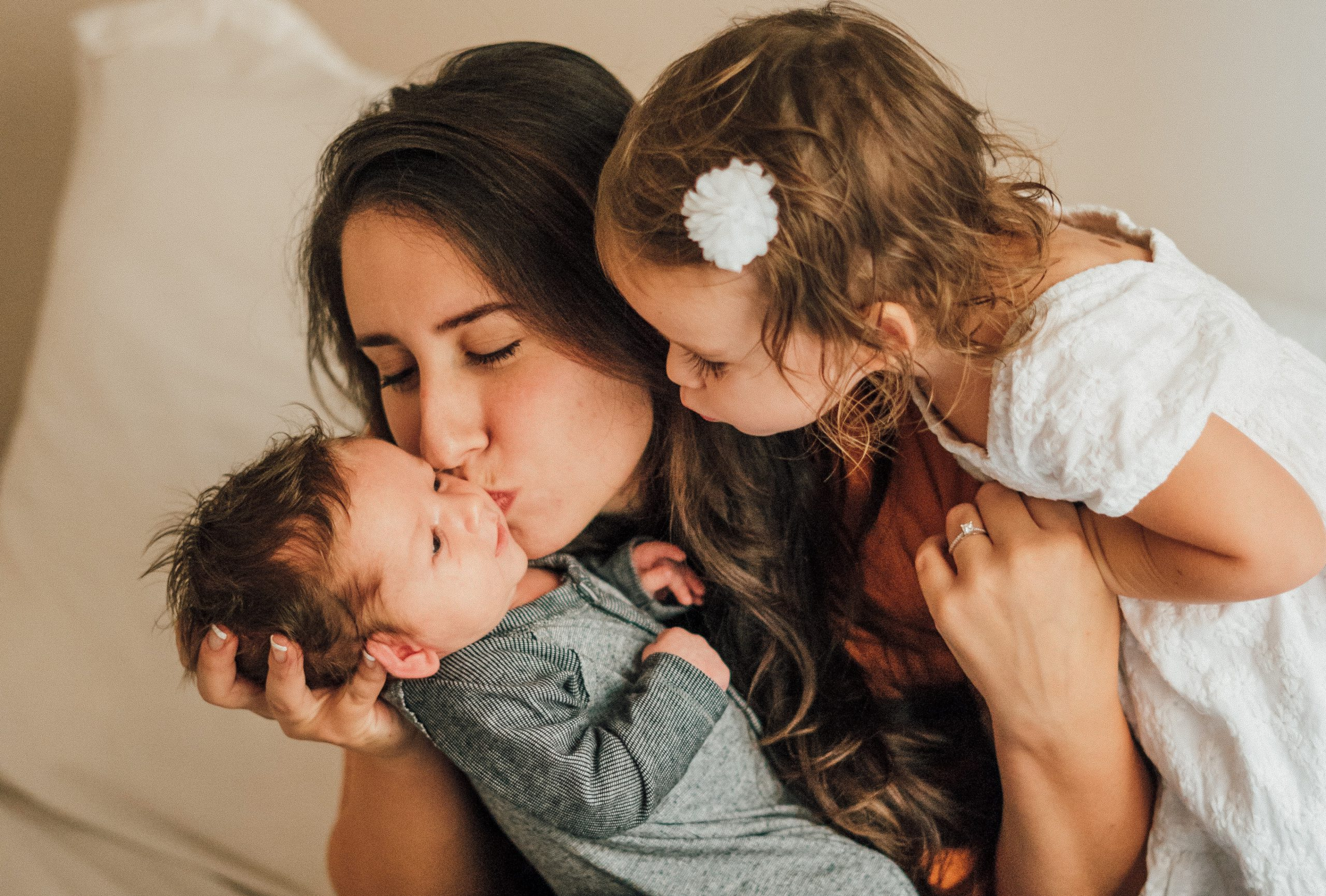 mother kiss child herpes
