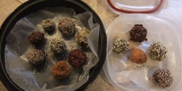 Raw energy balls with date and coconut