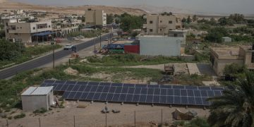 Jews and Arabs turn on Mideast solar project for West Bank farmers