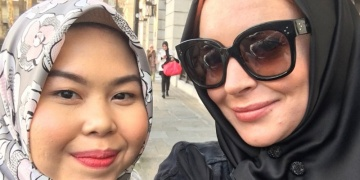 Lindsay Lohan flies a flag for modest Middle East fashion