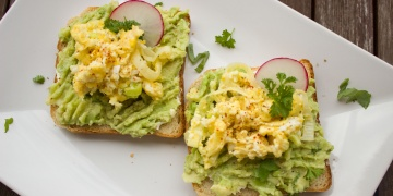 Jazz Your Breakfast Up With Avocado And Egg Toast - Vegan Recipe