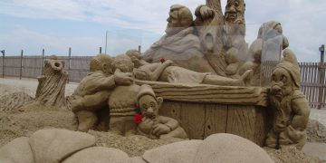 Ashkelon's Sand Sculpture Festival Brings International Artists To Its Beaches